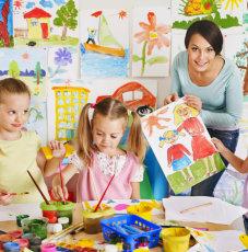 kids doing artwork